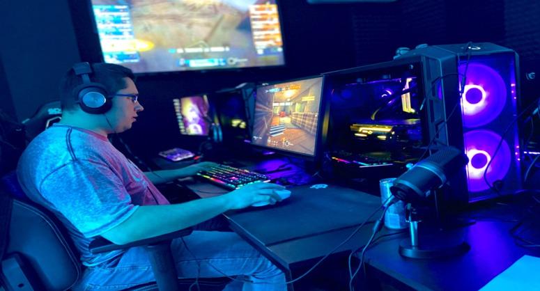 Sirboss nella MACKO™ gaming house (sala LAN)